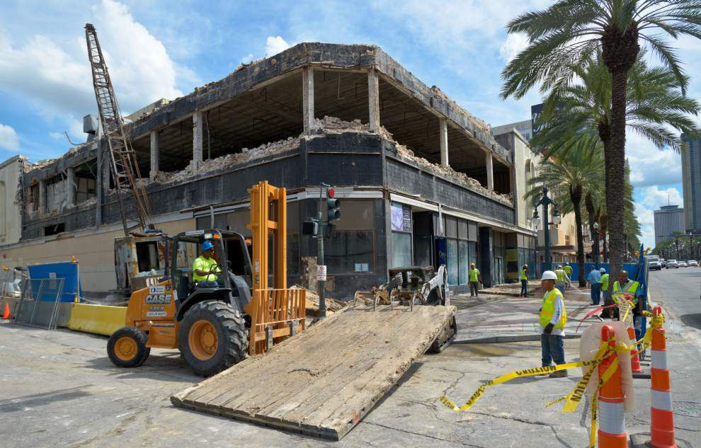 Work begins to transform former Woolworth into high-rise condos _lowres