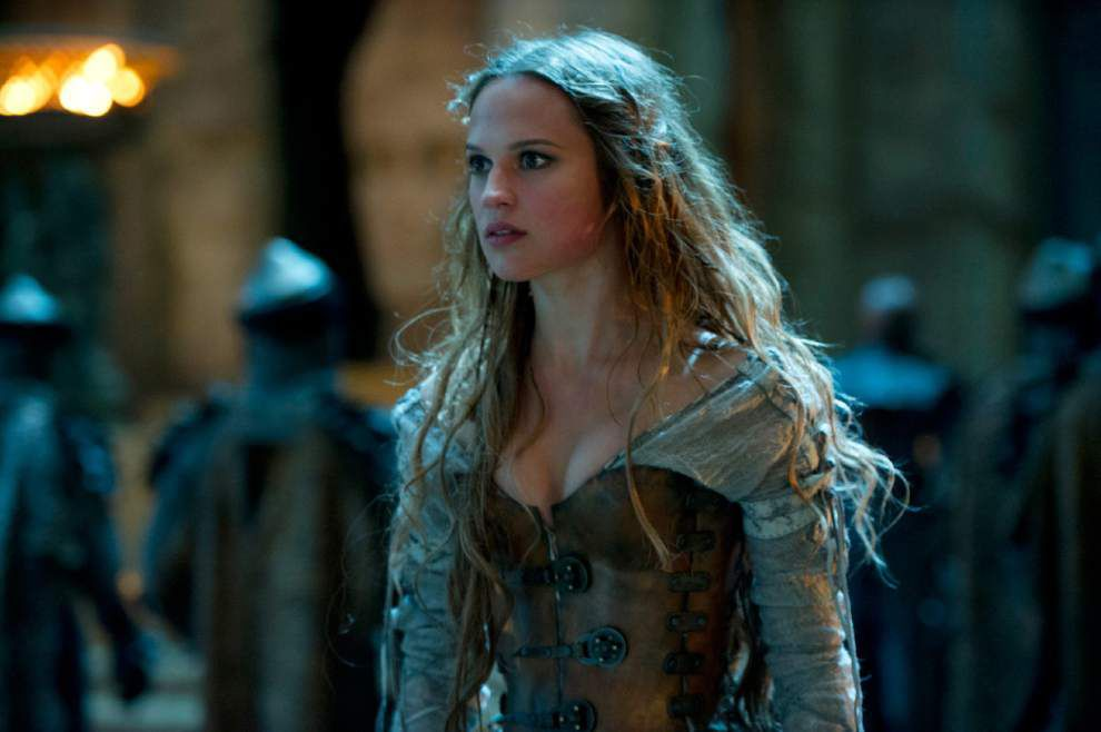 Review: Deadly fantasy 'Seventh Son' wears out welcome _lowres