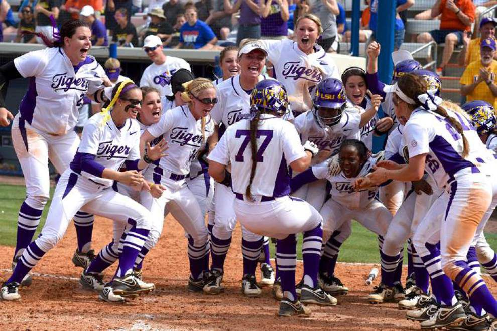 Kellsi Kloss' grand slam in seventh lifts No. 3 LSU past No. 1 Florida 14-10 in SEC softball showdown _lowres