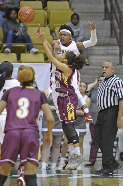 Destrehan Rolls Past Natchitoches Central 77 46 To Remain Perfect