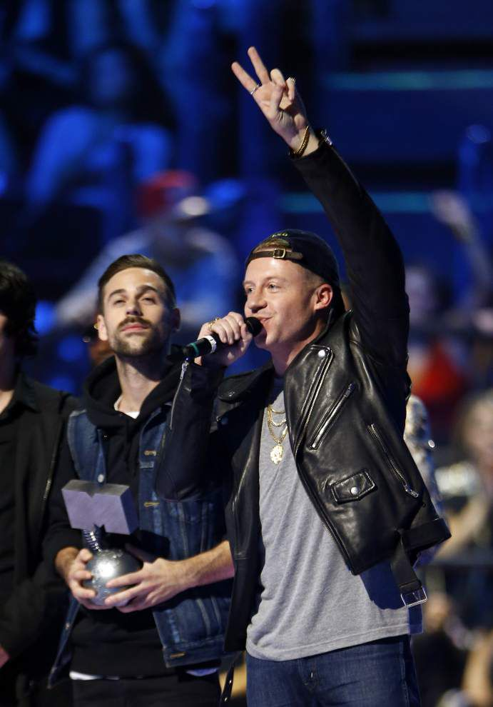 Review: Macklemore & Ryan Lewis' latest a 'Mess,' indeed _lowres