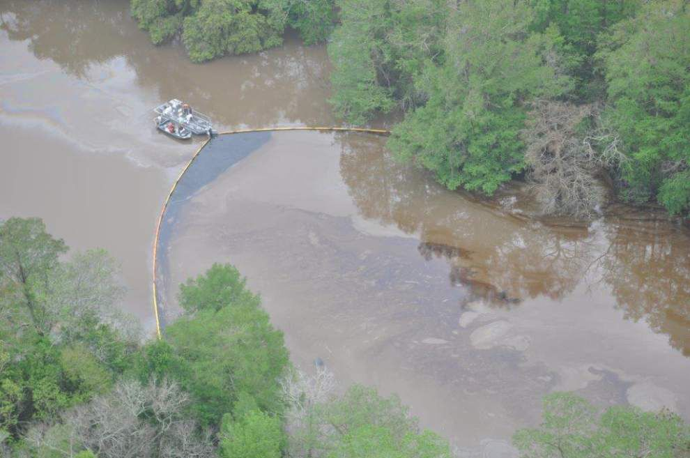 Latest: 1.5-mile stretch of Bayou Teche to remain closed to vessel traffic during cleaning of oil spill in St. Mary Parish _lowres