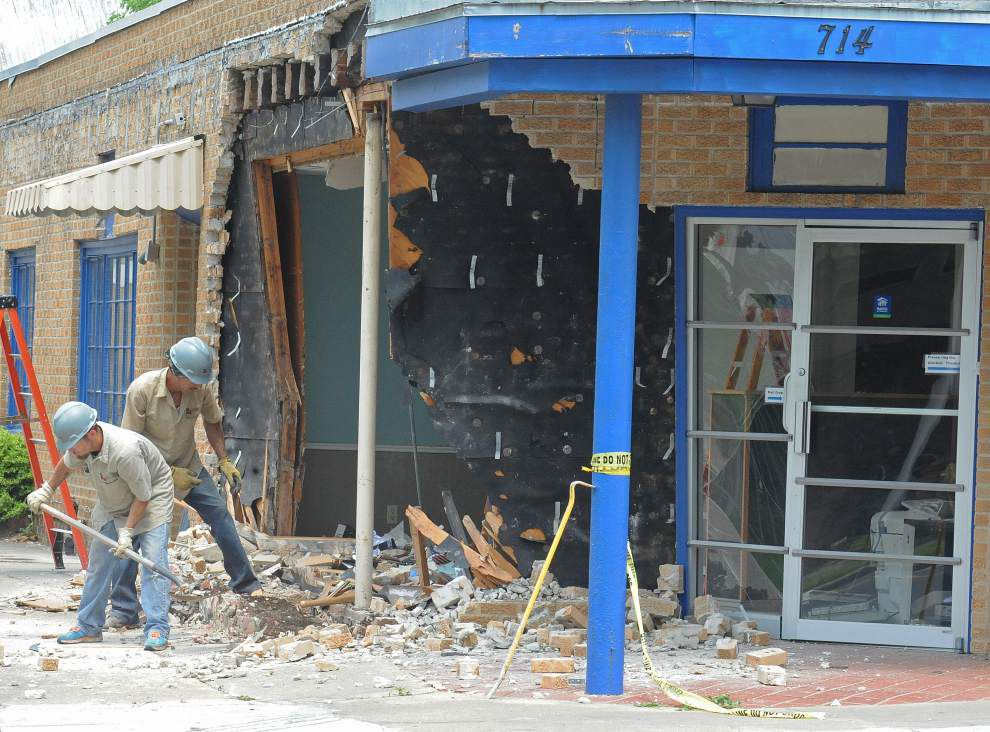 Man, allegedly drunk, crashes into Lafayette Habitat office _lowres