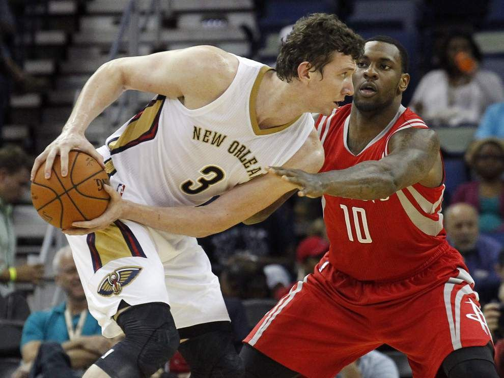 Omer Asik — defense, toughness and unselfishness — is who the Pelicans were looking for at center _lowres