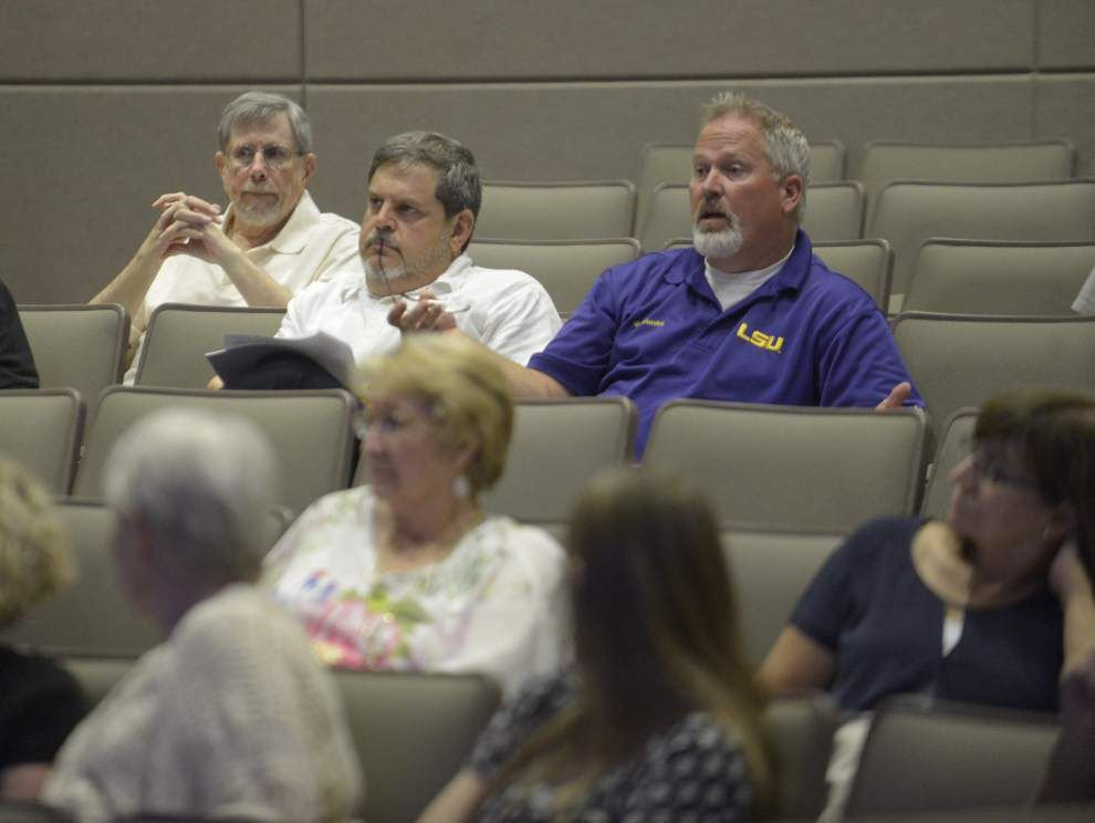 Dozens pack meeting at LSU on proposed River Road barge cleaning facility _lowres