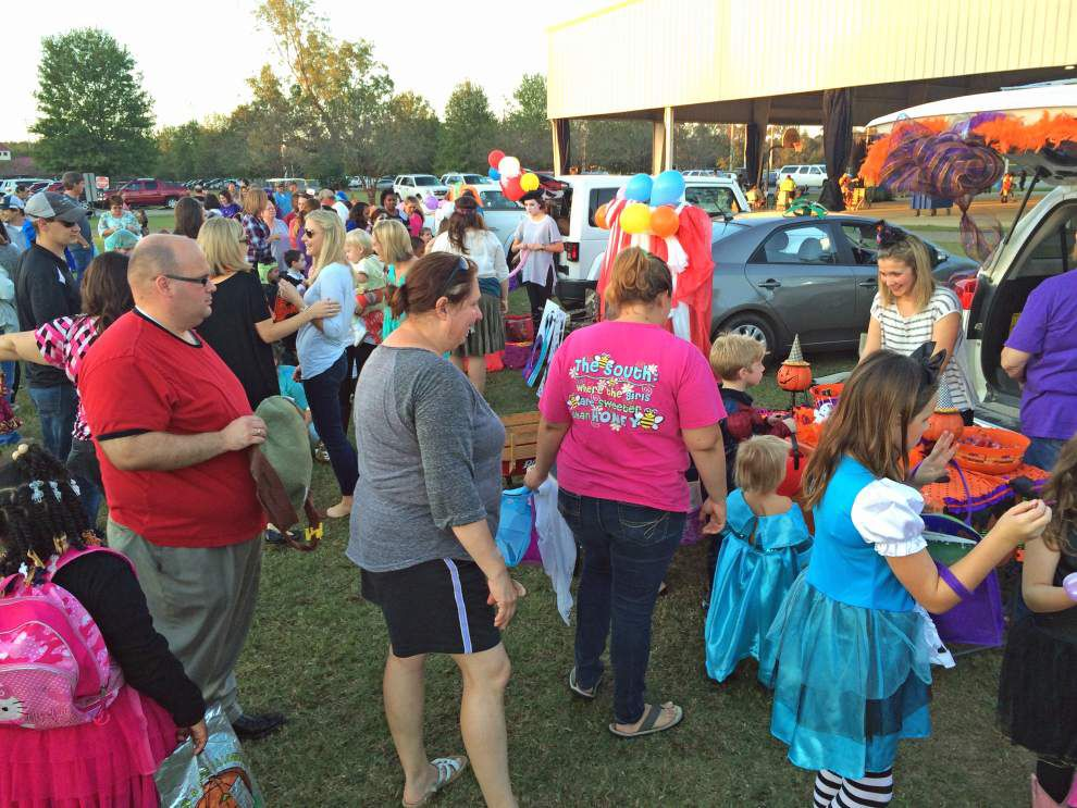 Park hosts first Trunk or Treat _lowres