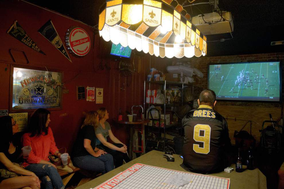 A great neighborhood sports bar is the next-best thing to being at the game _lowres