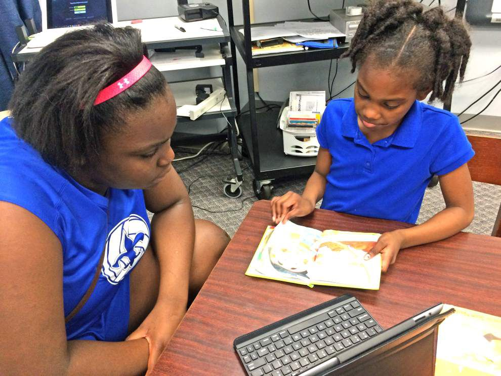 Volleyball team joins program where athletes read to first-graders _lowres