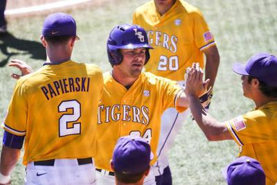 Smash ball sweep: LSU homers twice in 10-7 win over Tennessee _lowres