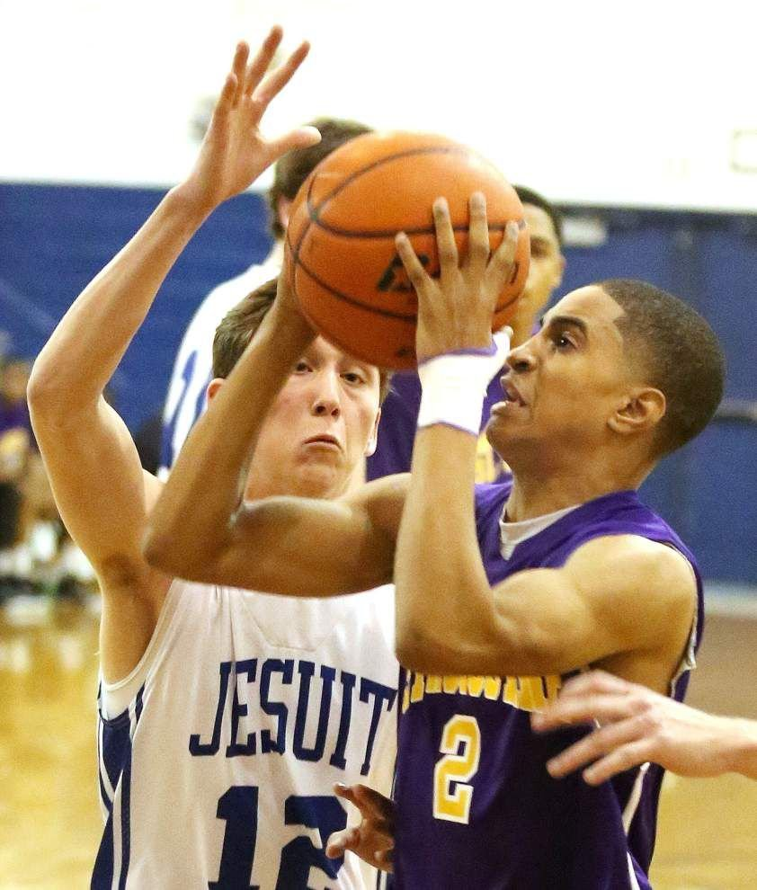 Late free throws key St. Aug's win over Jesuit _lowres