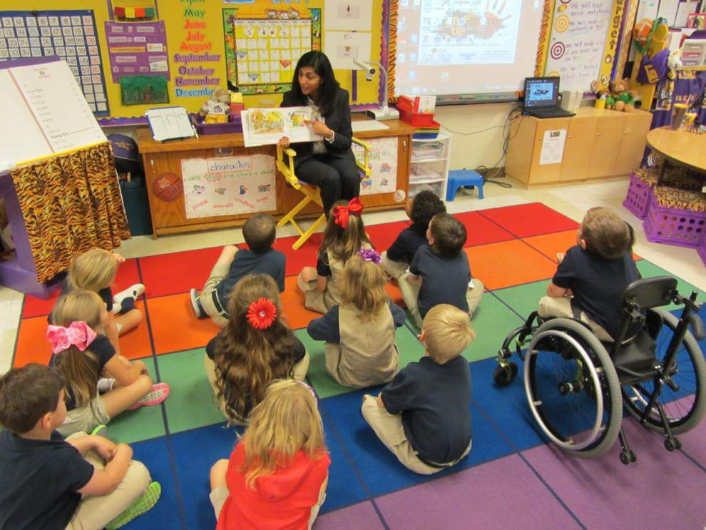 First lady announces award during school visit _lowres