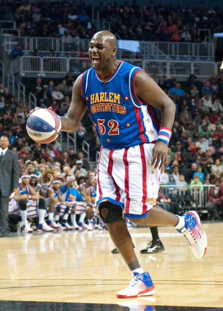 Former SLU player sets world record with Globetrotters _lowres