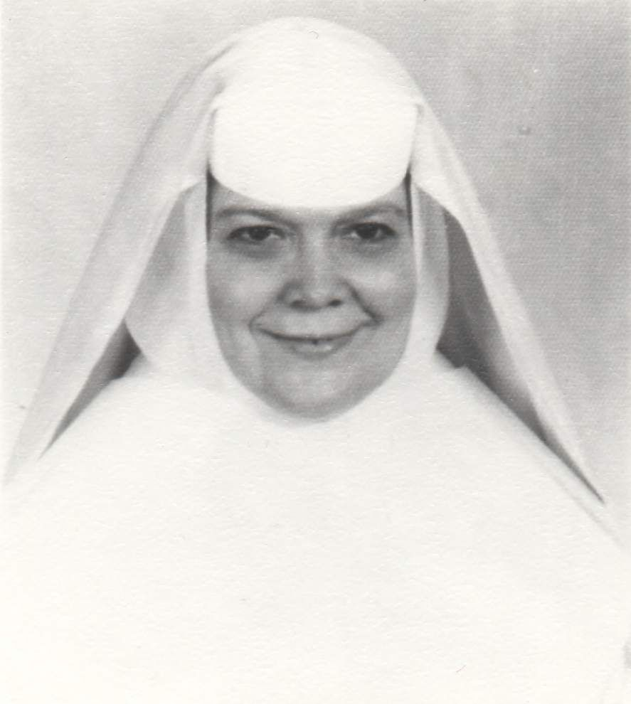 Sister Teresita Rivet, fixture at Ursuline Academy, dies at 94; 'She loved the children with her whole heart and soul' _lowres
