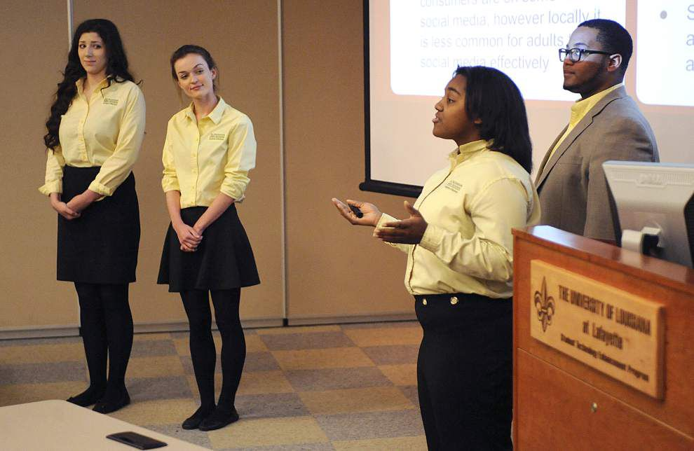 Louisiana students win scholarships in seafood marketing competition _lowres