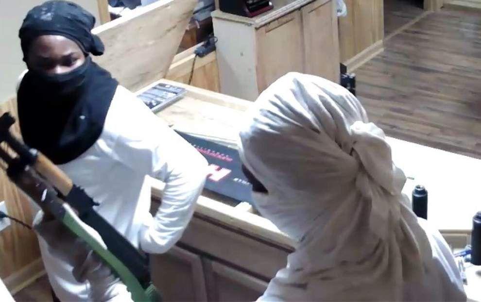 Burglars break into gun store, steal firearms _lowres