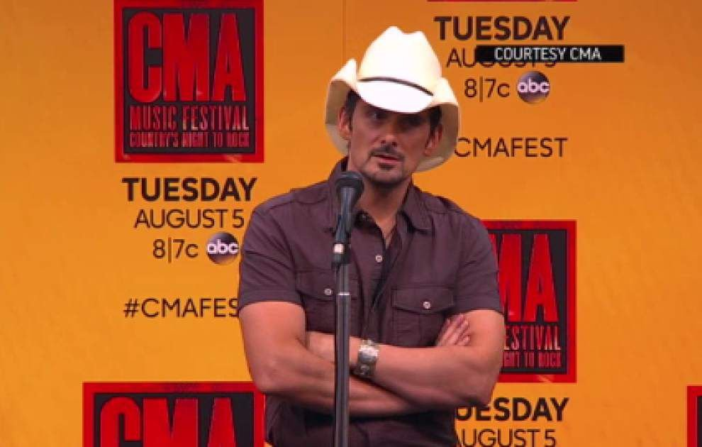 Brad Paisley reunites with Army officer _lowres