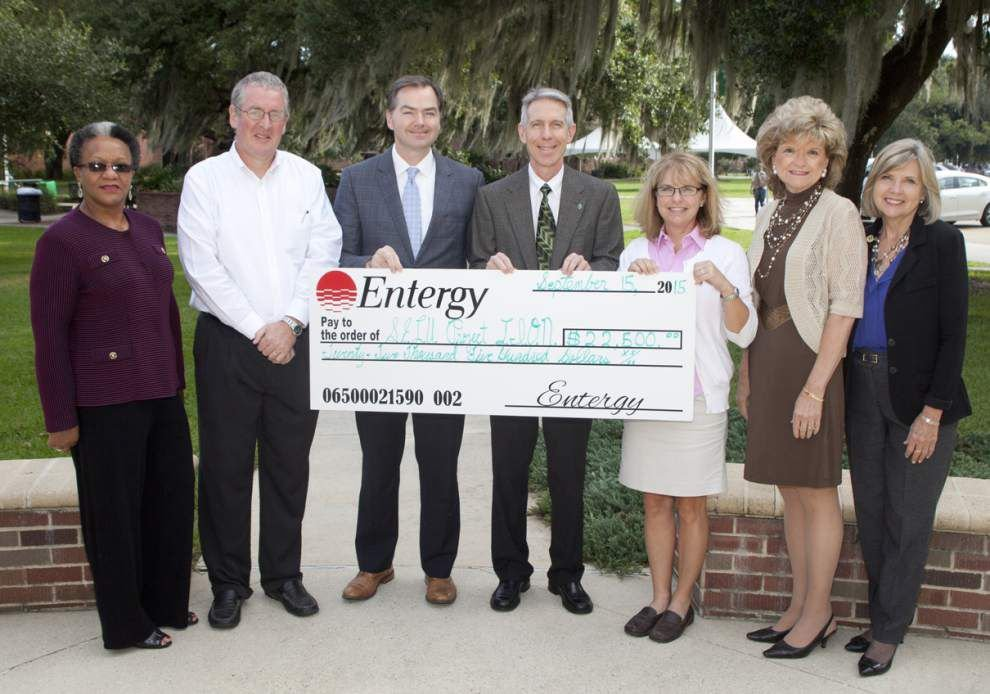 Entergy grants $22,500 to educational program _lowres