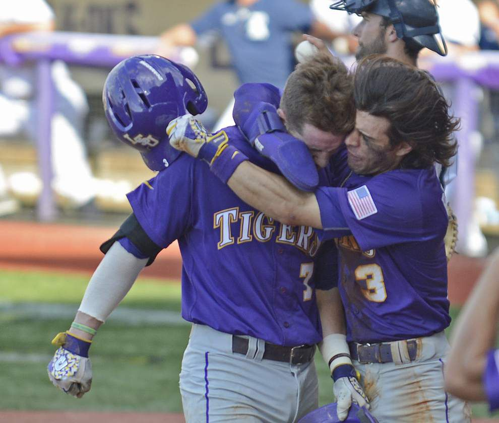 Photos: LSU defeats Rice 5-2, will host Super Regional _lowres