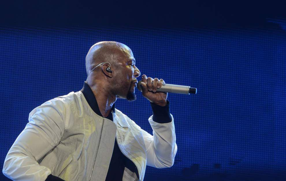 Usher celebrates 23 years with headlining set at Essence _lowres