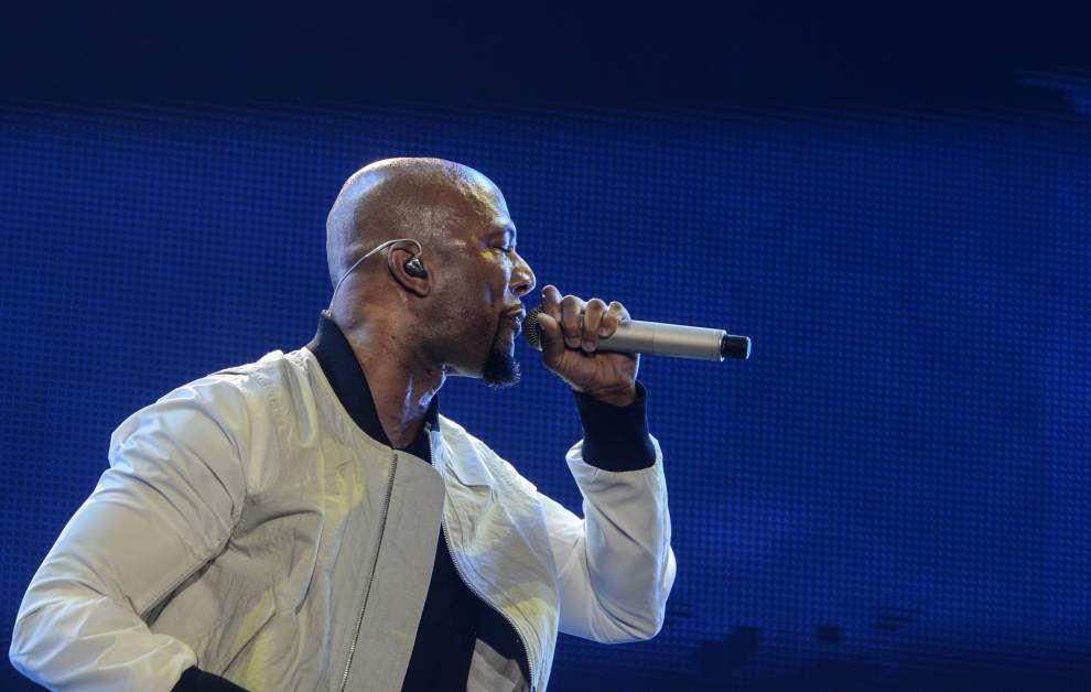 Usher celebrates 23 years with headlining set at Essence _lowres