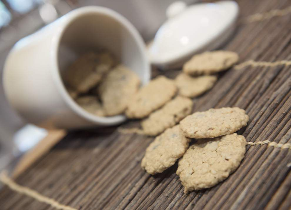 Snack or dessert, these oatmeal cookies will be a hit in your house _lowres