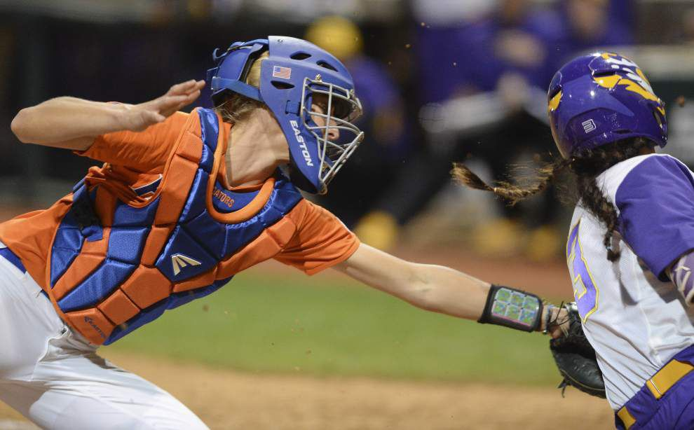 Florida sweeps softball doubleheader from LSU _lowres