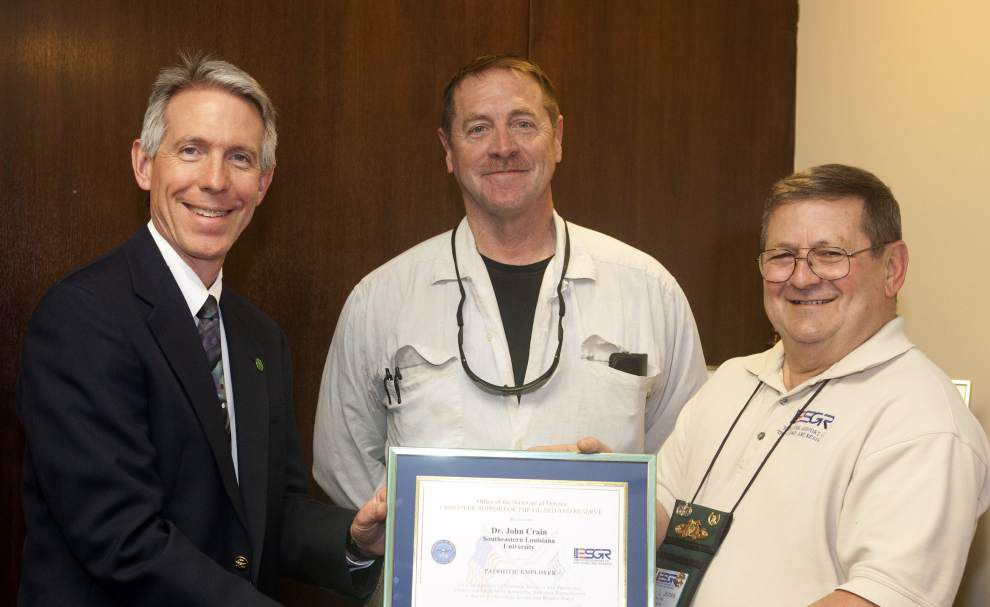 Southeastern president receives Patriotic Employer Award _lowres
