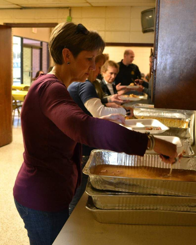 Rotarians, ARC share in Thanksgiving feast _lowres
