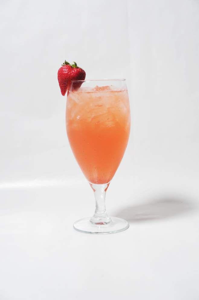 Deb's Strawberry Sangria _lowres