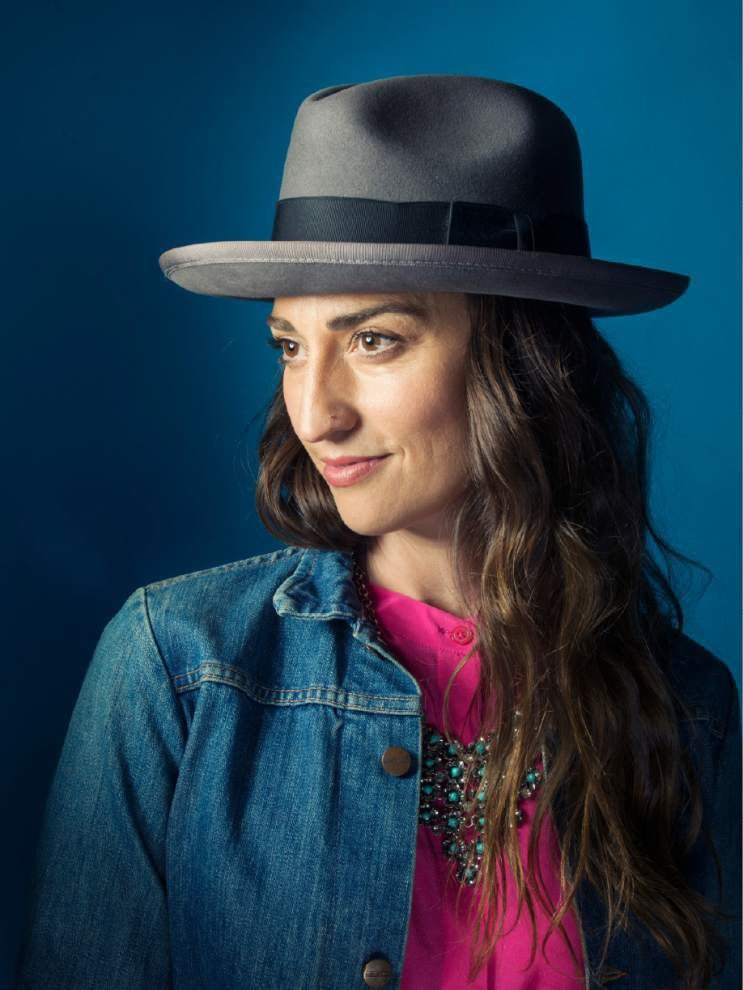 Sara Bareilles reconnects with theater _lowres