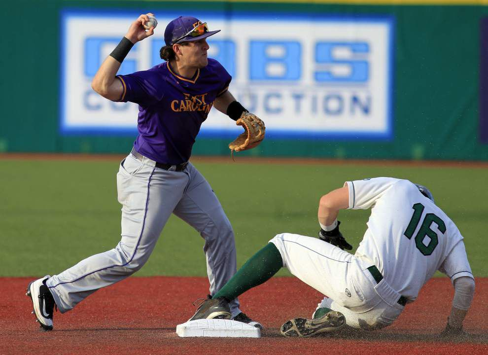 Tulane rolls past East Carolina 3-0 behind Emerson Gibbs' pitching gem, Stephen Alemais' showboat home run _lowres