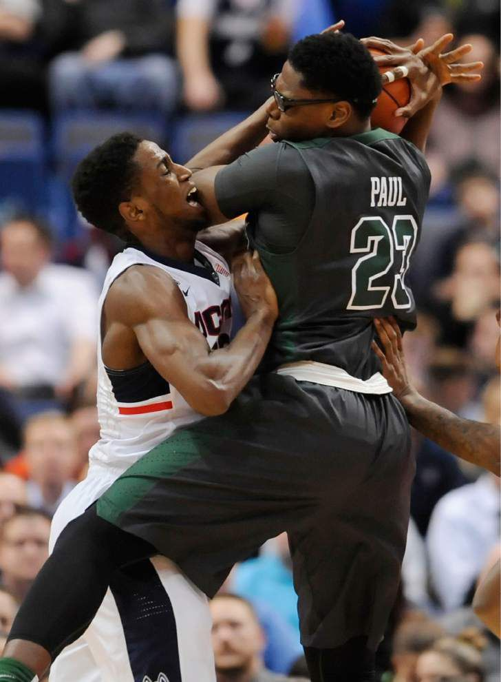 Tulane men fall 60-42 at Connecticut _lowres