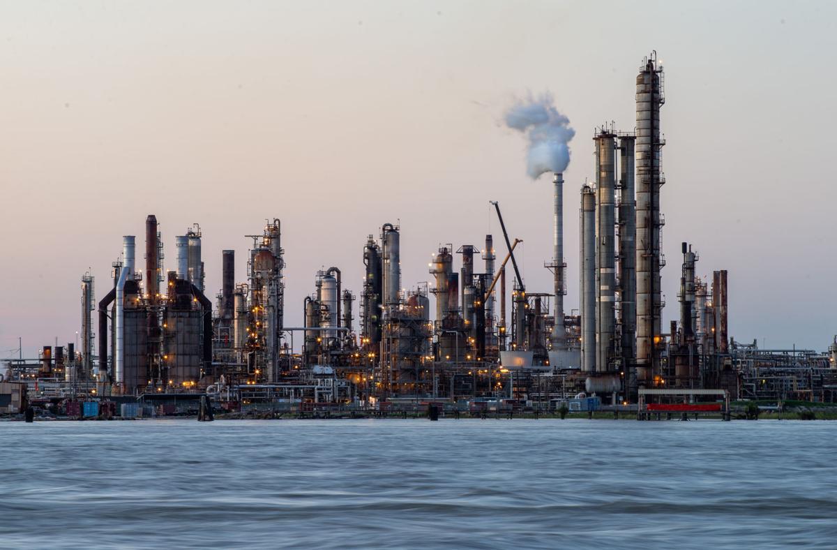 chalmette refinery.jpg
