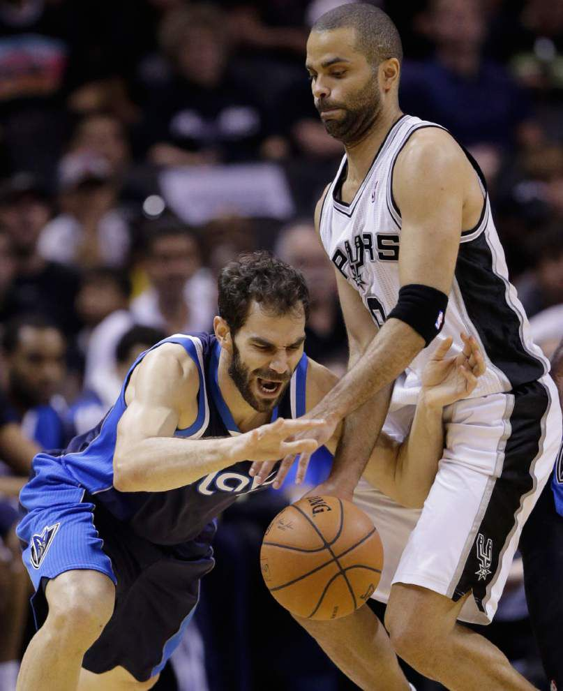 Spurs top Mavericks; Rockets stay alive _lowres