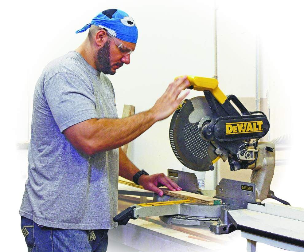 At UL-Lafayette, football player-turned-sculptor shares love of art with students _lowres