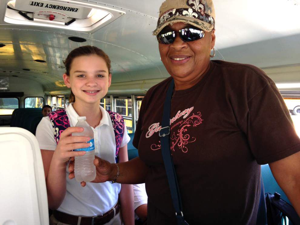 School Board helps cool bus ride home _lowres