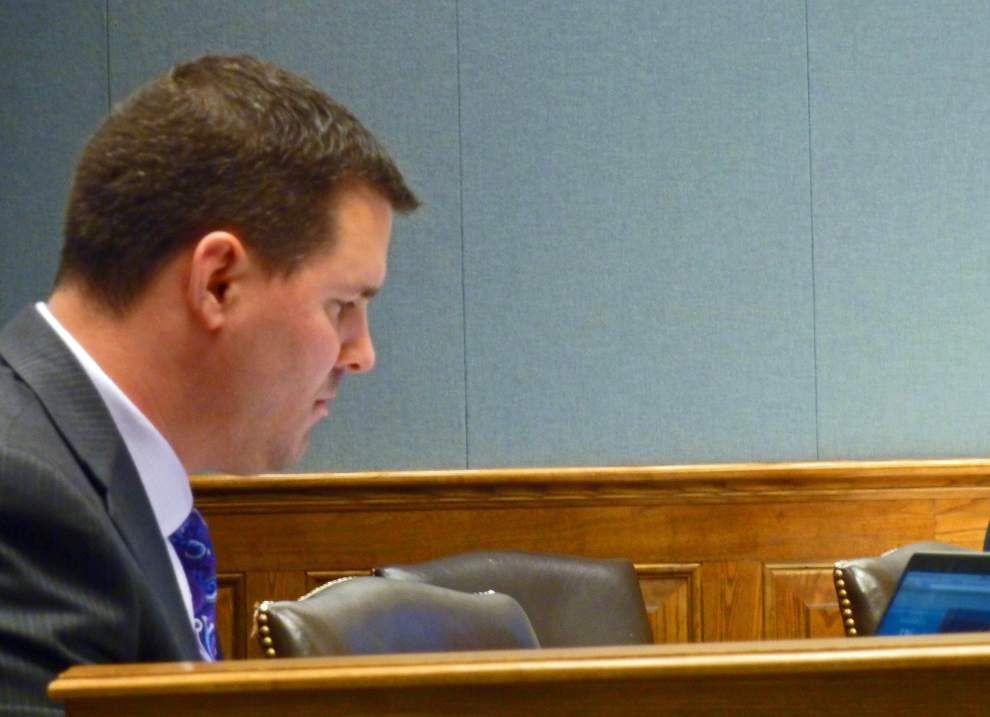 Committee derails website posting bill _lowres