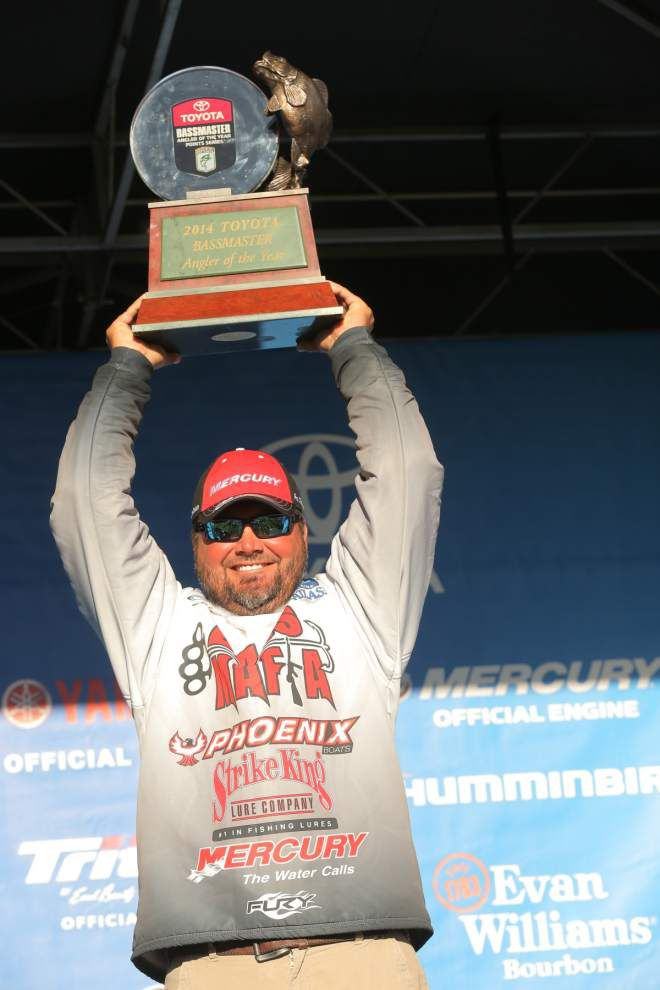 Greg Hackney catches Angler of Year _lowres