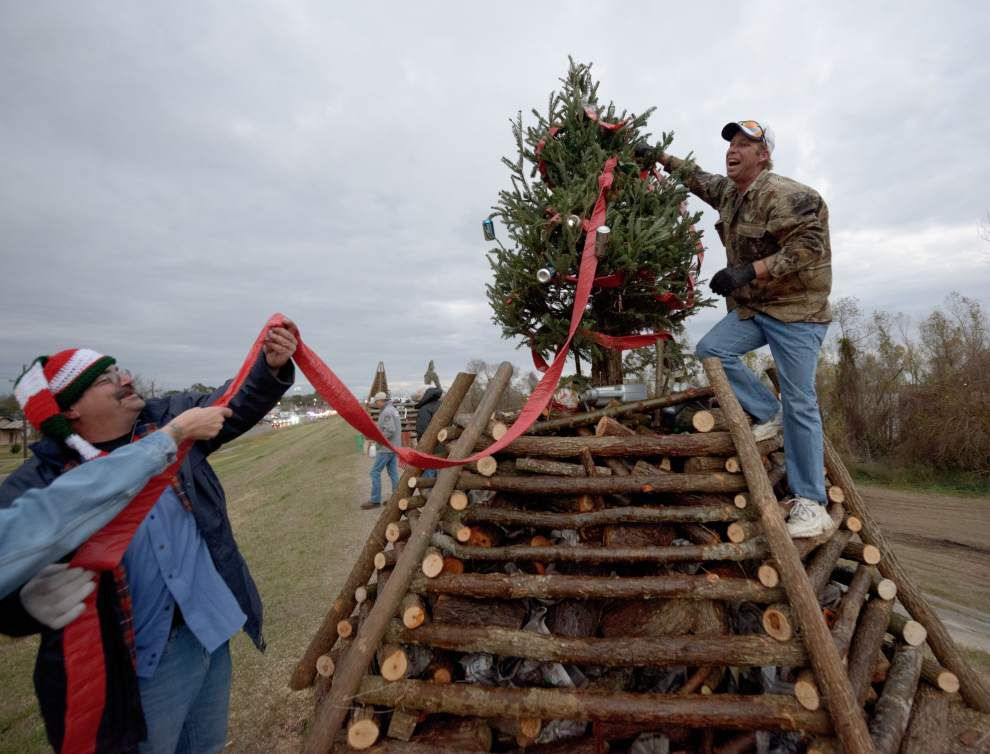 This year's Christmas Eve bonfires along the Mississippi River will be a little shorter, but just as spectacular _lowres