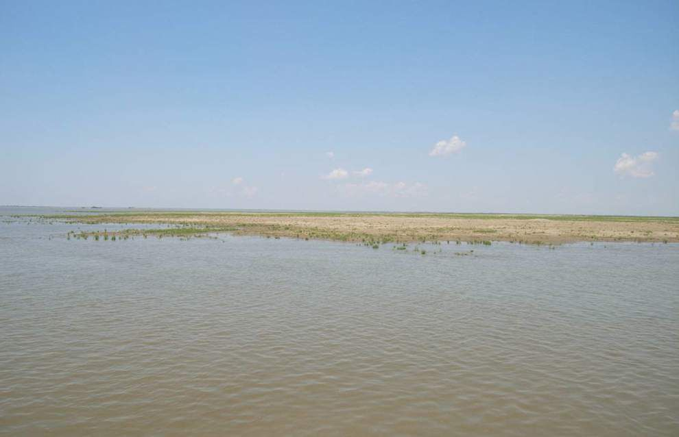 Record amount of sediment dredged from Mississippi River, helping restore marshland _lowres