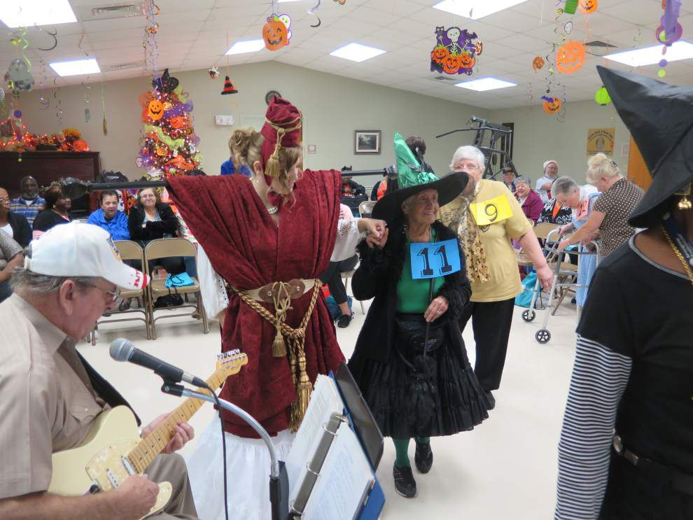 Halloween party provides delights, frights _lowres