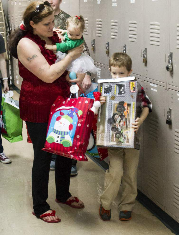 State troopers play Santa Claus for some special north shore youngsters _lowres