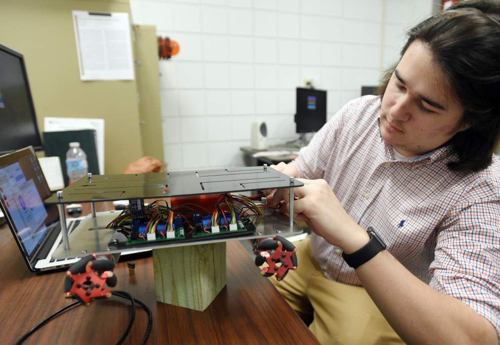 UL-Lafayette engineering lab making strides in robotics _lowres