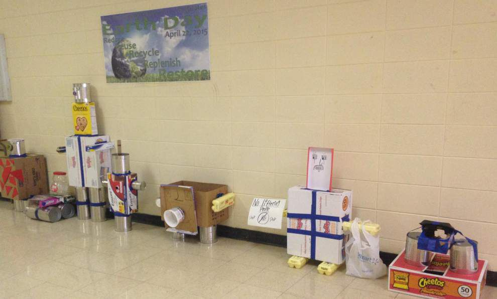Student winners recycle in Earth Day challenge _lowres