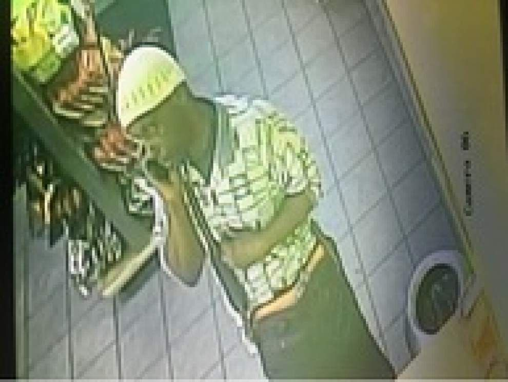 New Orleans police release video of suspect in Mid-City Smoothie King armed robbery _lowres