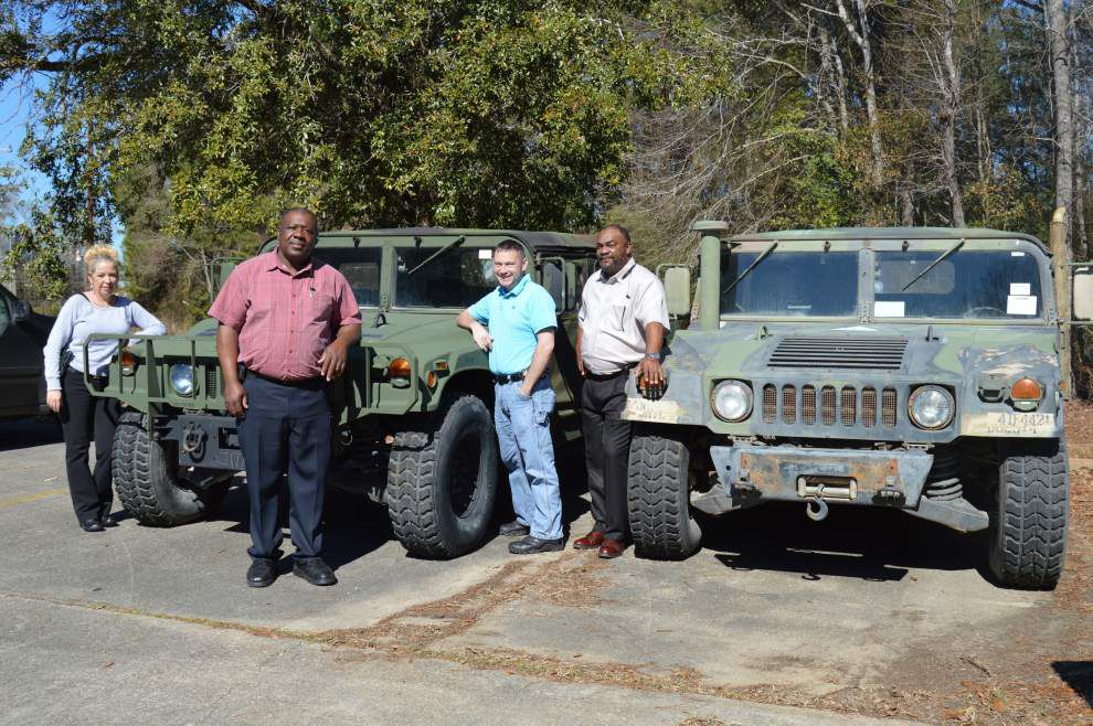 Sheriff purchases Humvees _lowres