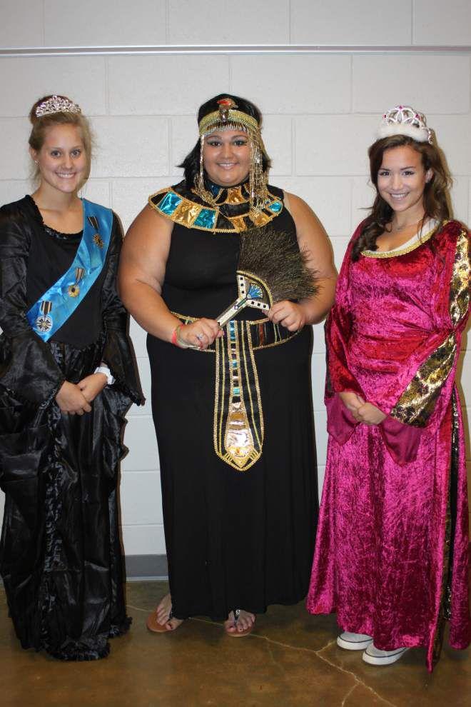 Live Oak AP class dresses up as historical figures _lowres