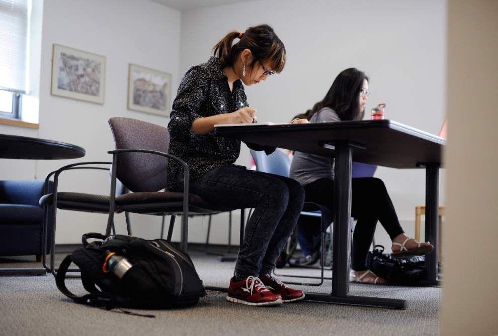 Women's colleges address transgender applicants _lowres