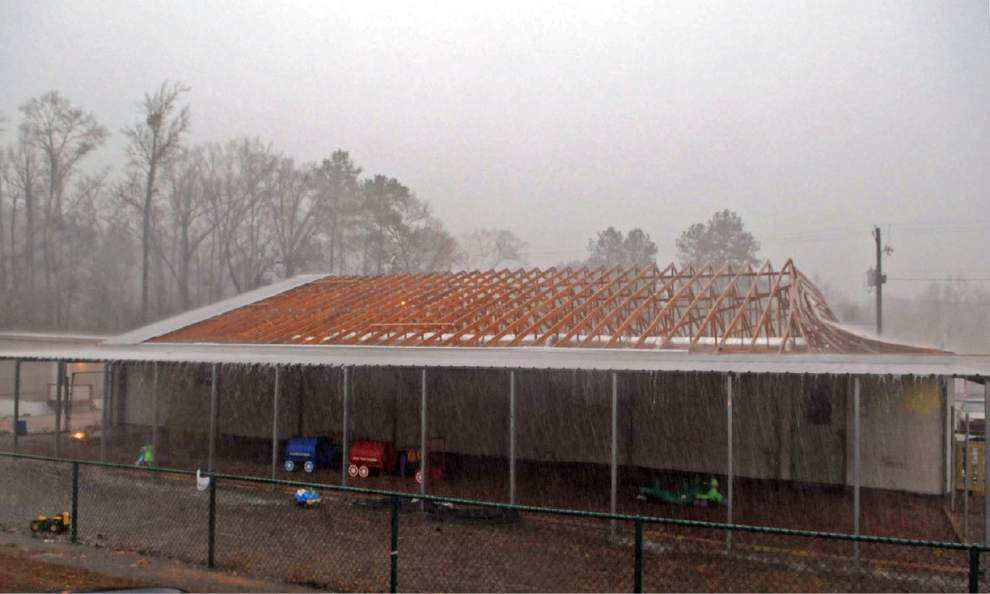 Severe weather in Mississippi kills four people two days before Christmas _lowres