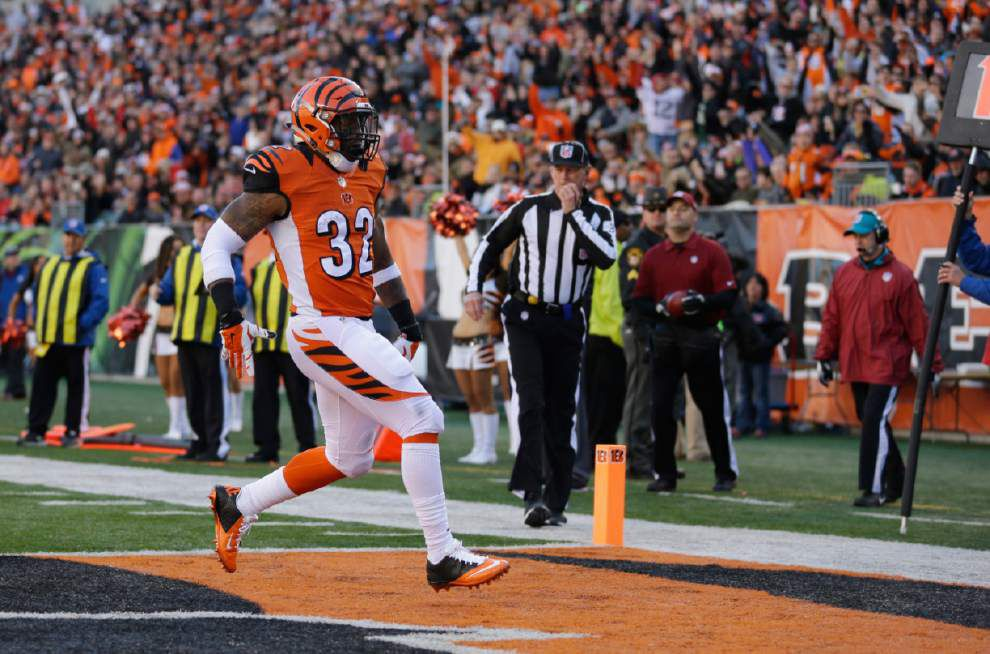 Former LSU running back Jeremy Hill says players slower, but react faster in the NFL _lowres